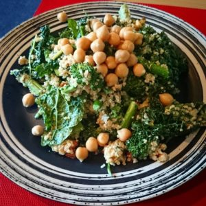 Greens salad with quinoa and chickpeas
